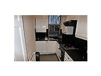 AN AMAZING 2 BEDROOM LAT LOCATED IN FOREST HILL !!