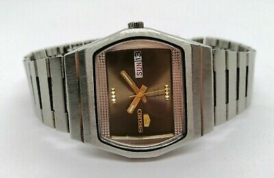 ORIGINAL VINTAGE SEIKO 5 AUTOMATIC DAY & DATE MADE IN JAPAN MEN'S WRISTWATCH.