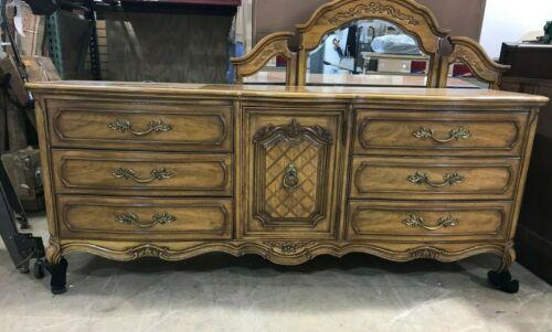 French Styled Thomasville Dresser w/ Mirror