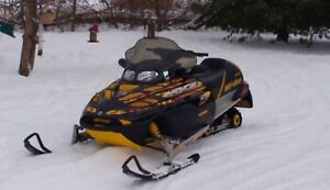 Looking for a good looking and good running sled under 1000$