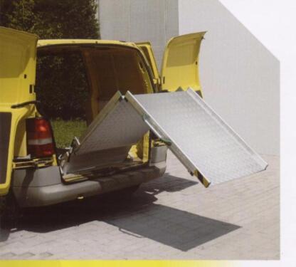 faltbare rampe zum einbau in transporter rollstuhlrampe. Black Bedroom Furniture Sets. Home Design Ideas
