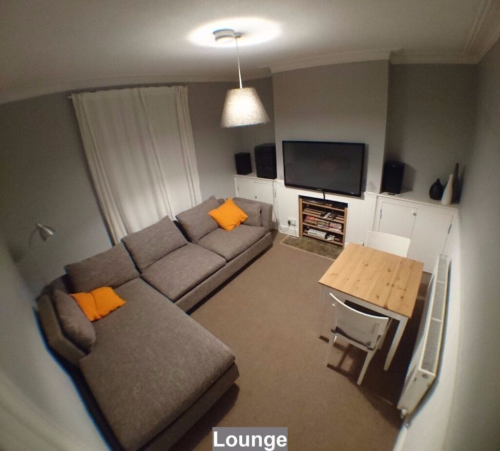 4 of 4 rooms available in houseshare off City Road. Suit prof/post grad. £330-375 pcm (+gas/elect)