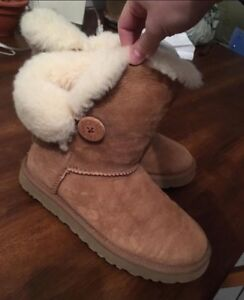 Size 7 Ugg Bailey boots