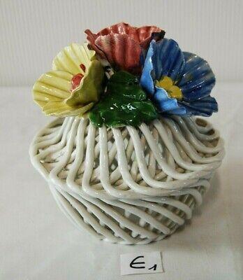 E1 Ancien vase en céramique ajourée - décor floral