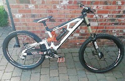 Saracen myst pro downhill mountain bike