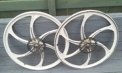 26 Wheels magnesium bike wheels. Excellent condition Used