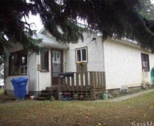 1+1 bedroom house in 500 block 18 Street East