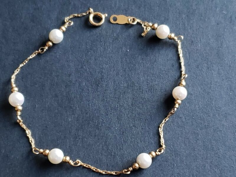 14K Yellow Gold Bracelet With 6 Pearls 7 Inches In Length