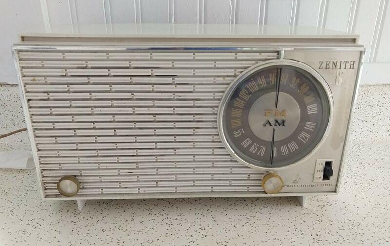 Vintage WHITE 1967 Zenith Model X316 AM/FM Tabletop Tube Radio w/ AFC - Tested