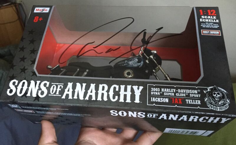 Charlie Hunnam Signed 1:12 Scale Sons of Anarchy Jax Motorcycle w/ exact proof