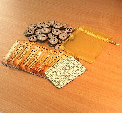 Set - 25 Runen aus Holz + 25 Runen Orakel Karten mit Bedeutung inkl. Odin Rune