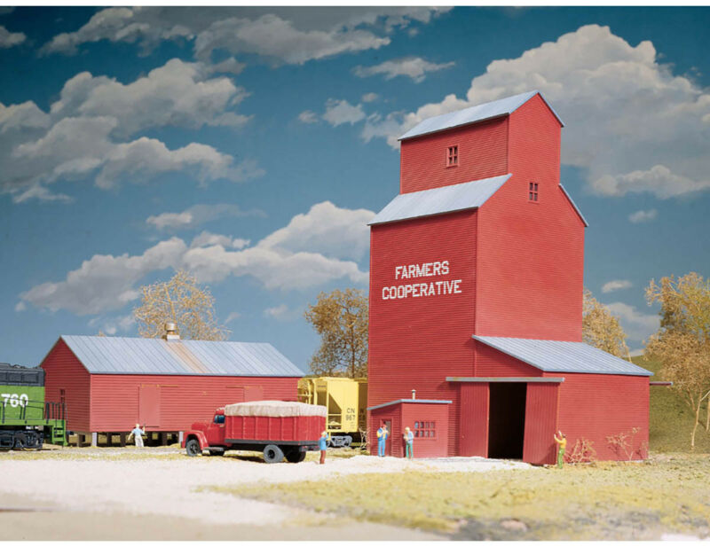 Walthers Cornerstone HO Scale Building/Structure Kit Rural Grain Silo Elevator