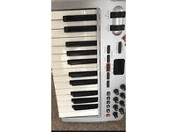 M-Audio oxygen 10 midi keyboard controller