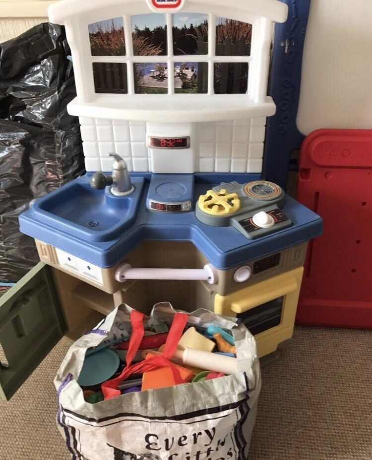 Little Tikes kitchen with bag of food/equipment