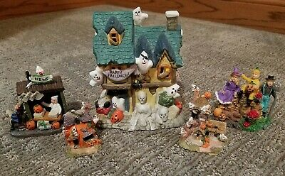 Vintage Halloween Haunted House With Lights and Figurines