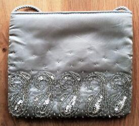 DEBENHAMS DESIGNER BAG CLUTCH BAG EVENING BAG SMALL PURSE Light Grey Silver Satin Clear Bead PROM