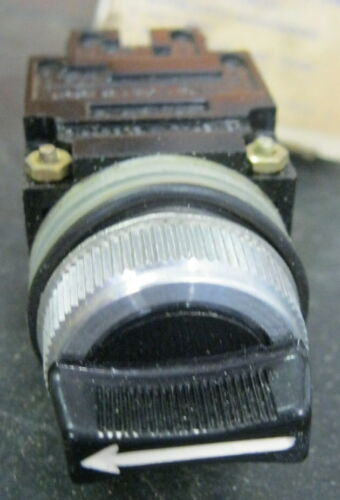 GE CR104B221 Oiltight Selector Switch  3 Position