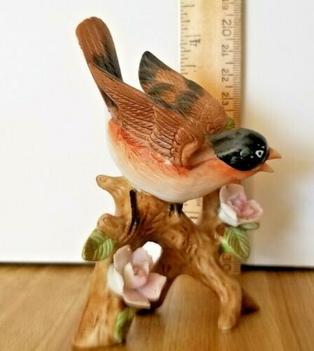 """Small Robin Porcelain Figurine Ex Condition 4.25"""" Tall"""