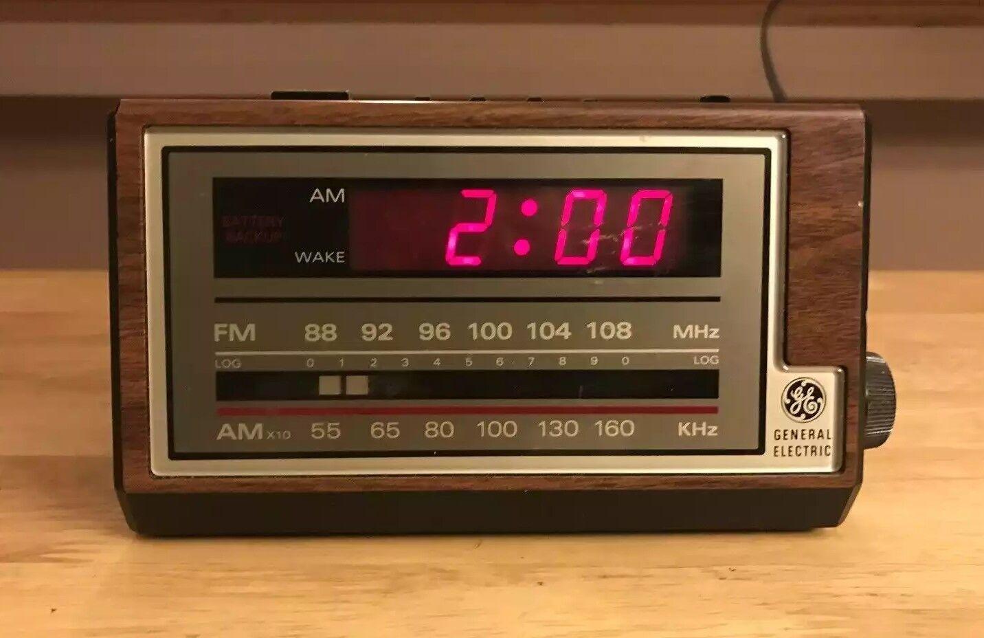 Vintage GE 7-4601A Digital AM FM Clock Radio Alarm Woodgrain w/ Battery Backup