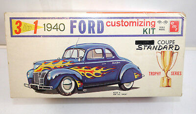 AMT 140 Ford Standard Coupe 1940 Auto 3in1 Plastik Modellbausatz 1:25 (K82)