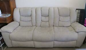 Lounge - Very comfortable; Fold out seats; Good condition Sorrento Joondalup Area Preview