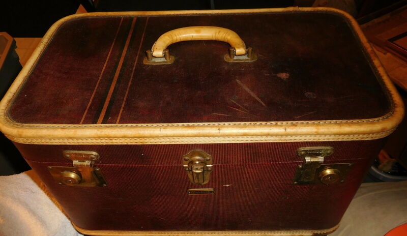 Vintage Oshkosh red brown make up case,steamer trunk,luggage,pull out tray