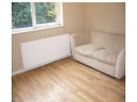 Bright & large one bedroomed 1st floor apartment to rent. Set within 5 minutes walk from Highgate tu