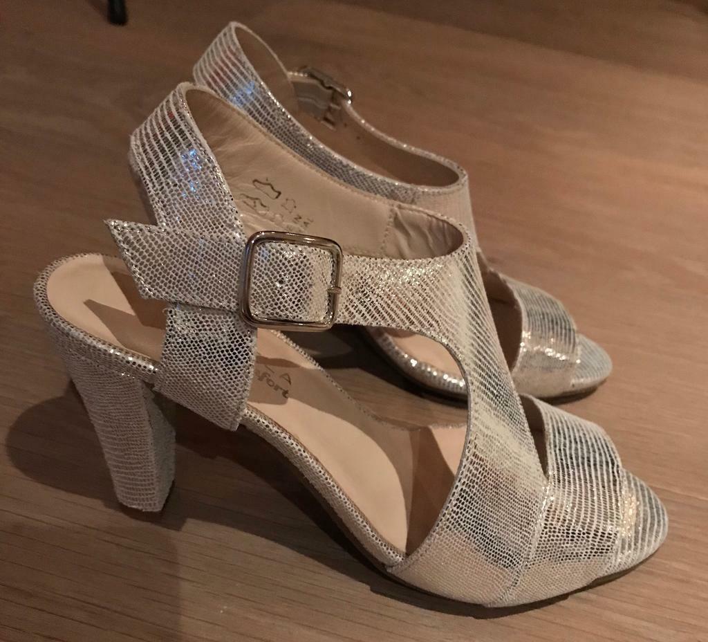 2625c50db9 BRAND NEW Carvela Comfort Simona Gold Heels / Sandals Size 5 ...
