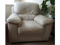 Leather 3-piece suite (3 seater sofa and 2 armchairs) in ivory colour.