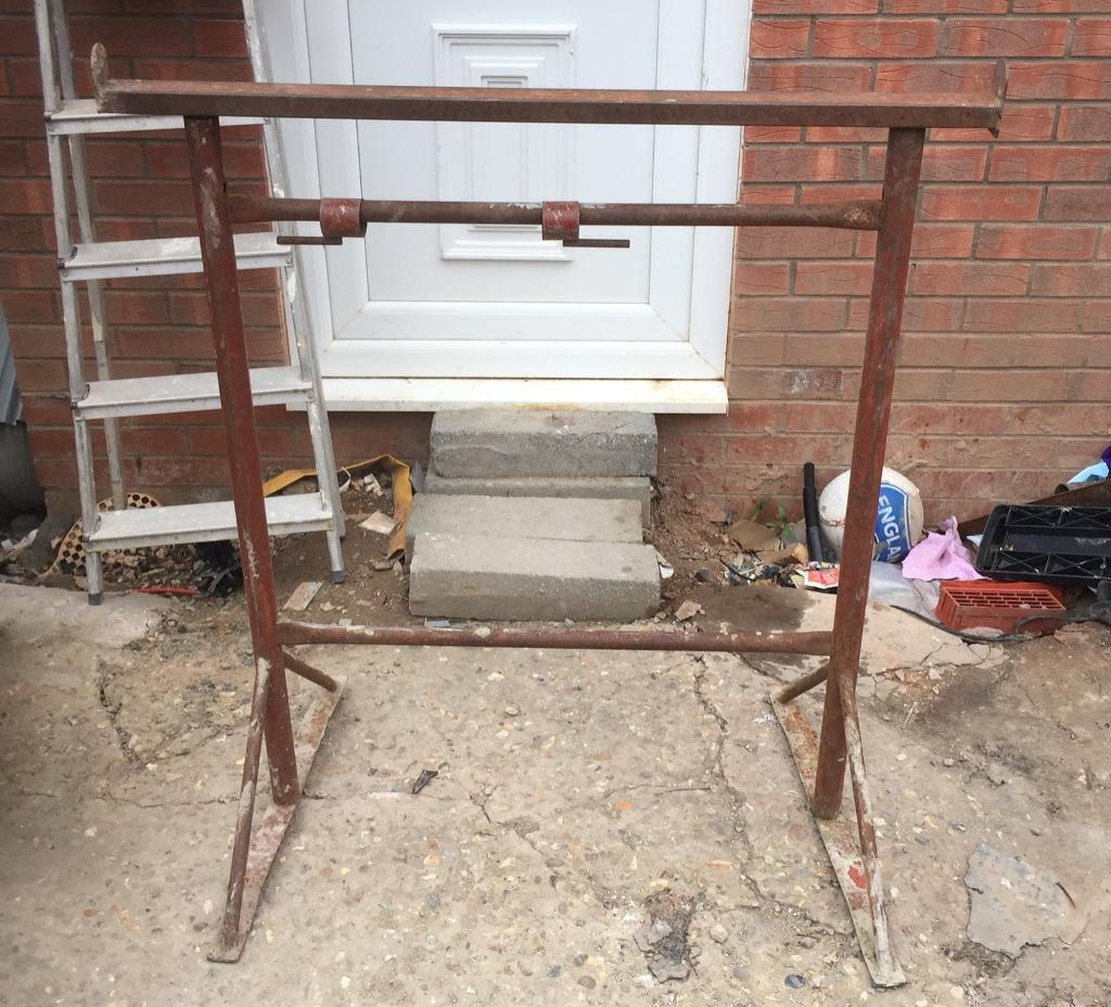 Adjustable steel tressles