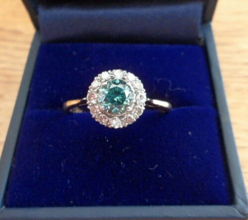 VINTAGE JEWELLERY 18CT GOLD BLUE ZIRCON AND DIAMOND HALO CLUSTER RING