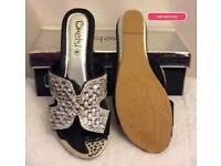 last size 3 black flip flop sandals