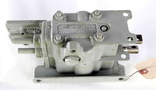 New SP226R7D2 Vickers Hydraulic Two Spool Valve