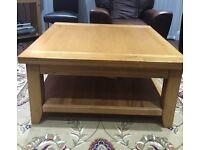 Coffee table - H 50cm x L100cm x W 100cm