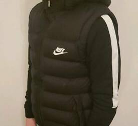 Nike Boys Gilet Body Warmer Black 12-13 years Excellent Condition
