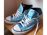 Ladies Converse Size 4 hardly worn and in very good condition £12