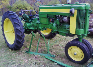 RUNNING-1957-JD-420T-TRICYCLE-GAS-TRACTOR-26HP-WITH-NEW-FRONT-TIRES