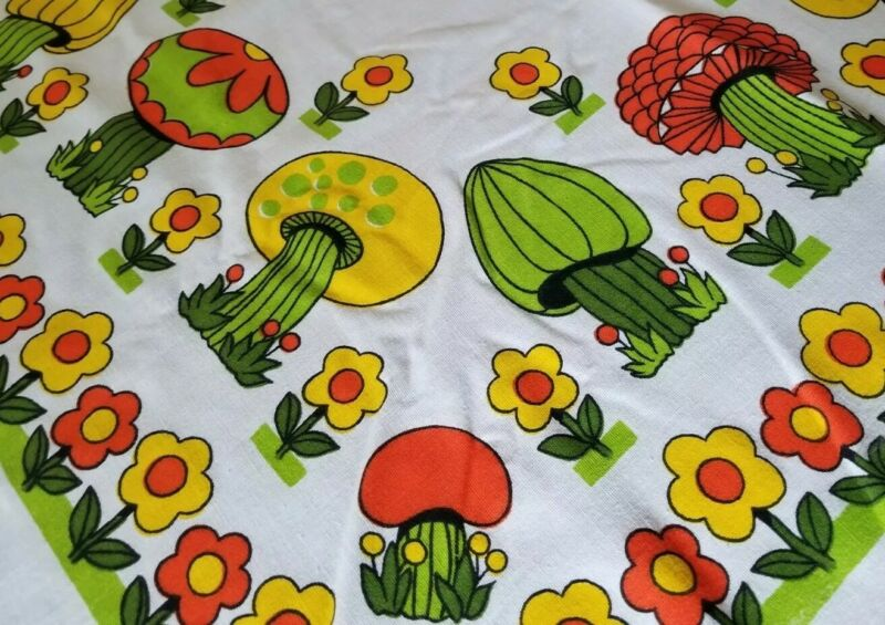 VTG MOD MUSHROOMS Tablecloth 60