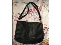 Ladies black handbag never been used can post
