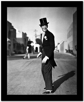 Fred Astaire standing in Top Hat, Tails and White Tie High Quality - White Top Hat And Tails