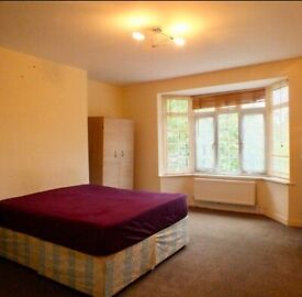 ♡♡SPACIOUS DOUBLE ROOM♡♡ ☆CRESTBROOK PLACE☆