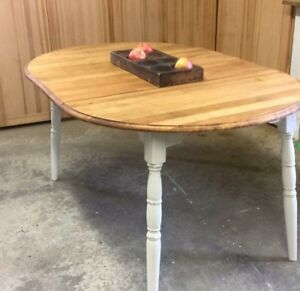 Petite table de bois antique