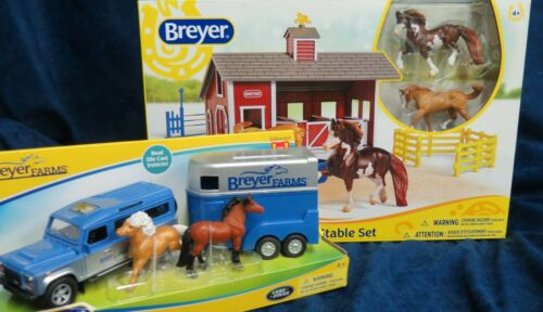 Breyer Christmas - New 2020 #59216 Land Rover/trailer/2 horses + 59197 Red Stabl