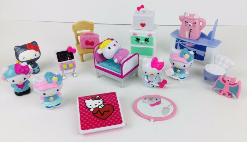 HELLO KITTY SHOPKINS Lot Doctor Hospital Play Set Sanrio Figure Toy Moose Toys