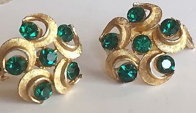 VINTAGE CLIP ON EARRINGS WITH EMERALD GREEN  RHINESTONES ESTATE FIND Gold tone