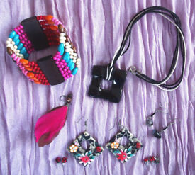 JEWELLERY: multi-coloured elasticated wooden bead bangle,pendent,earrings-pierced ears. £4 ovno lot