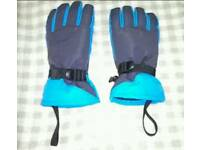 Boys detachable gloves