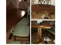 Extensible table with 6 chairs perfect condition