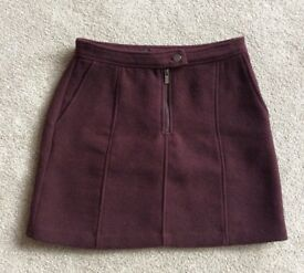 WOMEN'S MINI SKIRT FROM NEW LOOK. SIZE 10 BURGUNDY--WINE