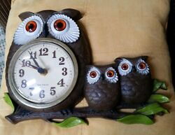 5/26) Vtg New Haven Burwood Products Owl Family Wall Clock Battery, 1972 (9×13)